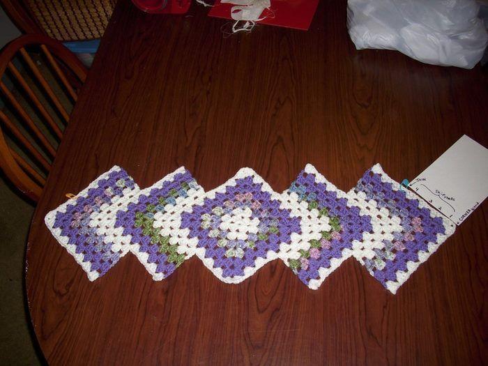 crochelinhasagulhas: Trilho em crochê com square