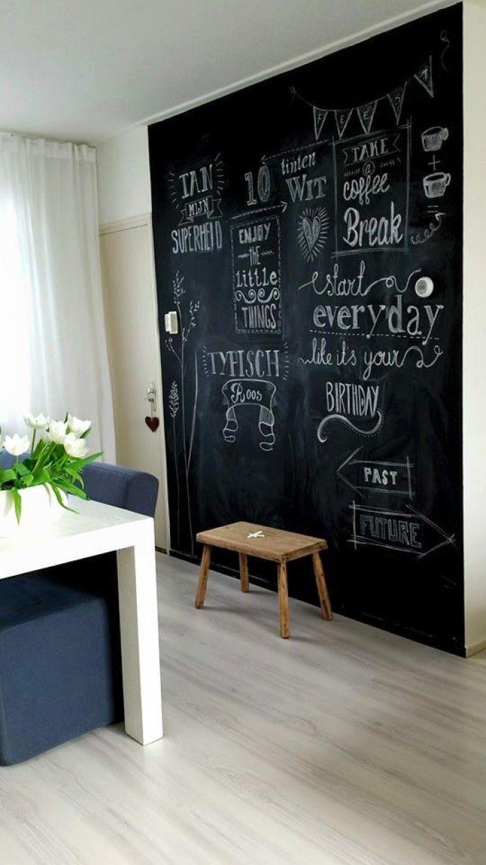 Als je van verandering houdt dan is een blije schoolbordverf muur de perfecte muur
