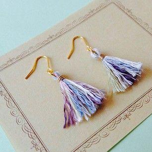 簡単に作れる「ミニタッセルピアス」の作り方 - 簡単DIY! -  「ハンドメイドアクセサリーの作り方」 numakoのブログ - great way to use up old embroidery floss remnants...