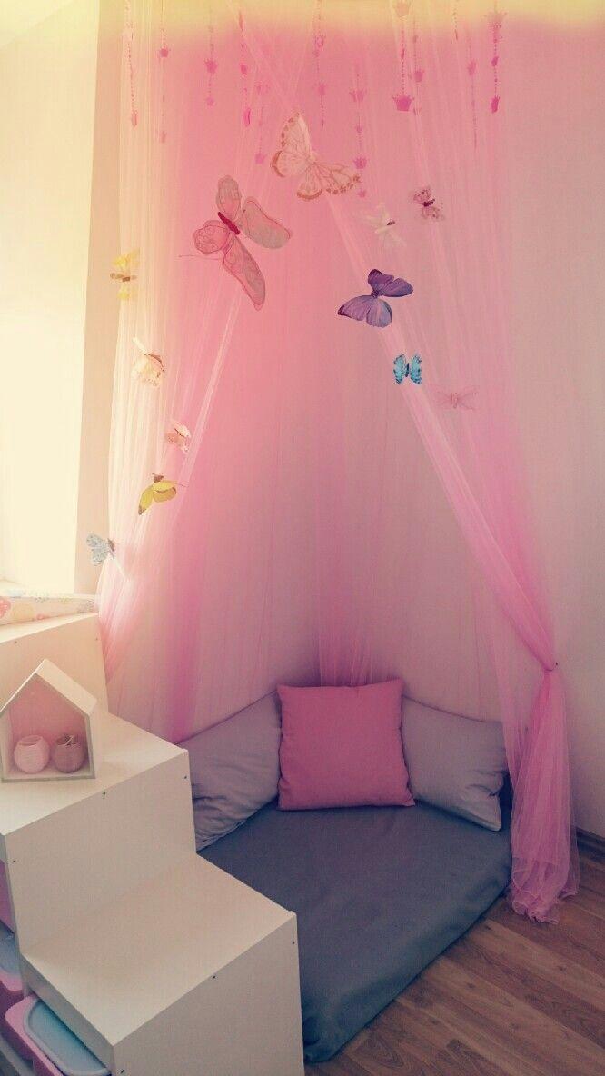 Komfortecke Im Madchenzimmer Big Girl Rooms Kusche Babyzimmeraltrosa Babyzimmerbaum B In 2020 Kinder Zimmer Deko Kuschelecke Kinderzimmer Kleinkind Madchen Zimmer
