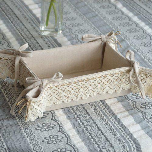 LNIANY BEŻOWY KOSZYCZEK NA PIECZYWO ANTONINA 20 x 13 cm Lniany koszyczek na pieczywo ozdobiony bawełnianymi koronkami. Można go używać dwustronnie.