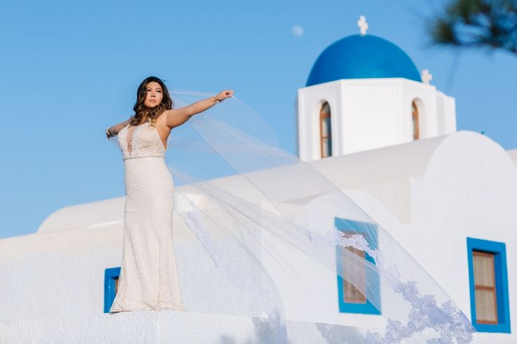 Classic chic bride. #bridal #veil #santorini #church #blue #white #greece #cyclades #wedding #planner #thediamondrock