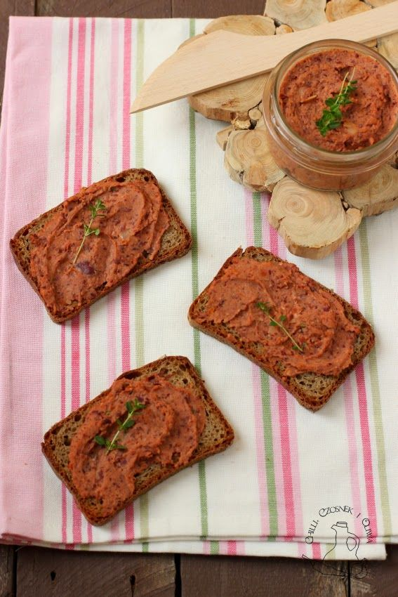 pasta z czerwonej fasoli z suszonymi pomidorami