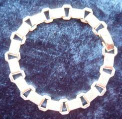 Heavy, hallmarked, unusual silver bracelet £45