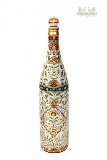 The Meenakari Marble Champagne Bottle boasts of the rich combination of two exquisite aspects, the intricate Meenakari traditional artwork with the pristine white marble.