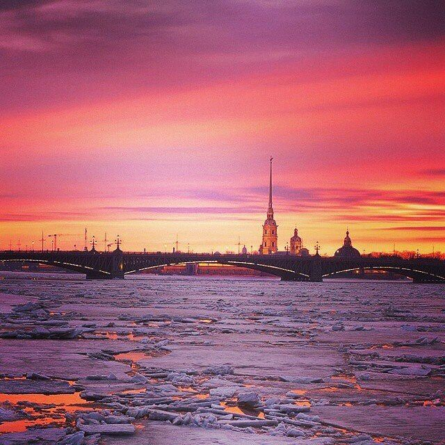 A fantastic sunset over the Peter and Paul Fortress. Photo by: Sng2014 -------------- Follow us @russianminiatures if you love glass figurines! Made in  Russia St. Petersburg.Worldwide shipping. Update pictures everyday ! -------------- Follow us on: - https://goo.gl/NKk858 -------------- #russianminiatures #handmade