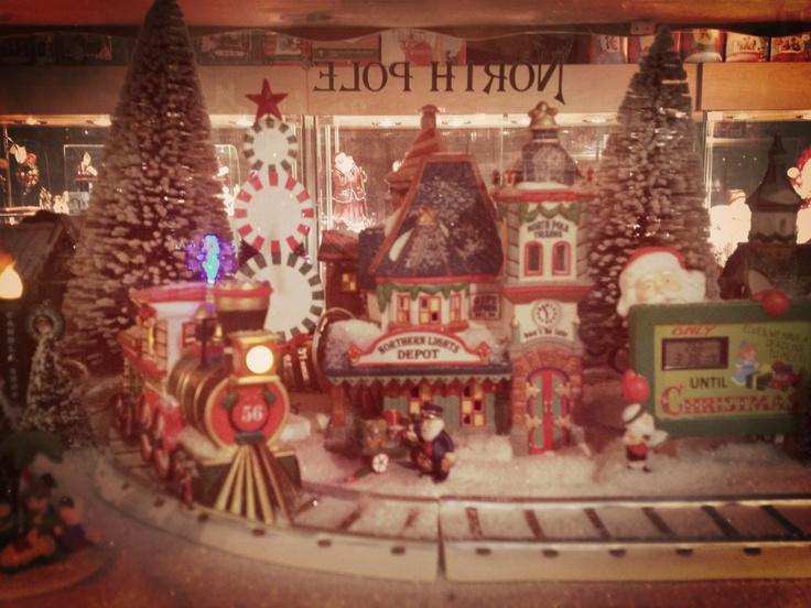No se pierdan de entrar a la tienda de navidad Noël Éternel, frente a la basílica.