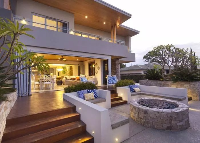 Bayview Bliss, a chic and luxurious four bedroom beachside holiday home located in the seaside town of Dunsborough.