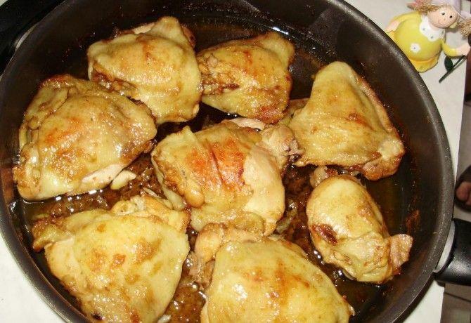 Hálás alapanyag a csirkecomb, hiszen rendkívül jól variálható, az ára szerencsére nincs az egekben, és kitűnően megállja a helyét még a vasárnapi asztalon is!