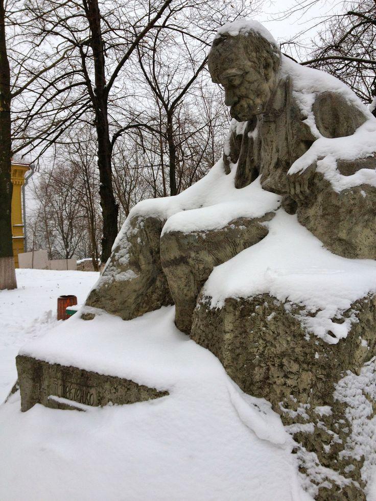 Statue of Taras Shevchenko by Ivan Kavaleridze. Andriivs'kyi uzviv, Kyiv.