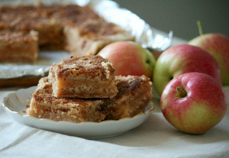 Blíži sa víkend, a to znamená, že mnohé gazdinky sa chystajú piecť koláč. Ešte síce nie je sezóna jabĺk, ale to vôbec nevadí. Tento skvelý jablkový koláč si môžete upiecť kedykoľvek. Či už to bude tento víkend, alebo neskôr na jeseň. Určite nezabudnite aj na tento skvelý recept na rýchle voňavé jednohubky. Budete potrebovať: 1 …