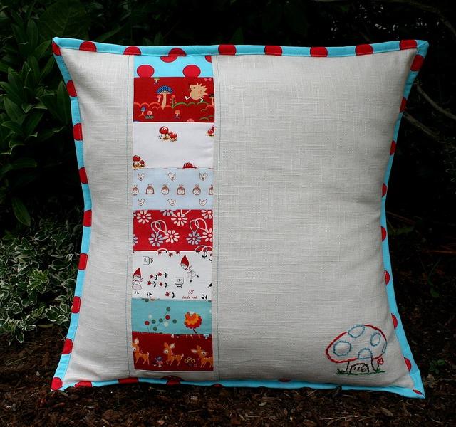 Pillow talk! & 83 best Pillow Talk images on Pinterest | Pillow talk Cushions ... pillowsntoast.com