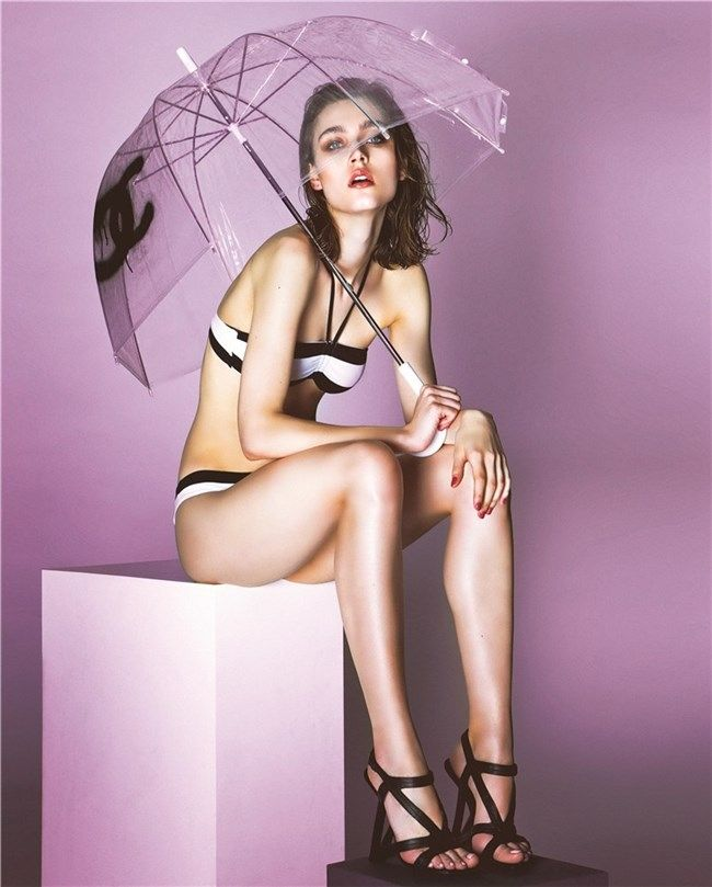 United Nude Black Frame sandal as seen in Mujer Hoy - Spain