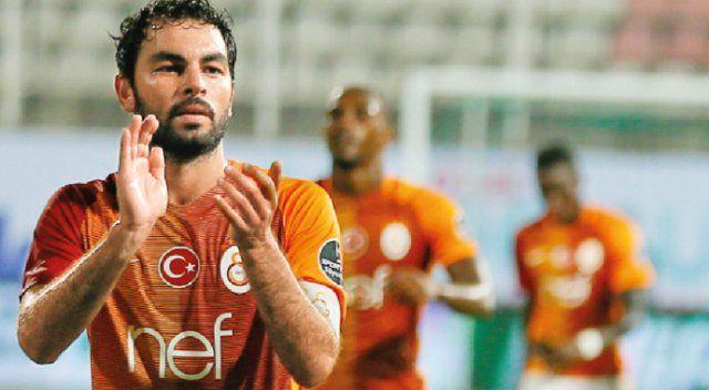 Galatasaray'da Fenerbahçe yenilgisinin sarsıntıları devam ediyor. Kaptan Selçuk İnan kadro dışı bırakıldı.