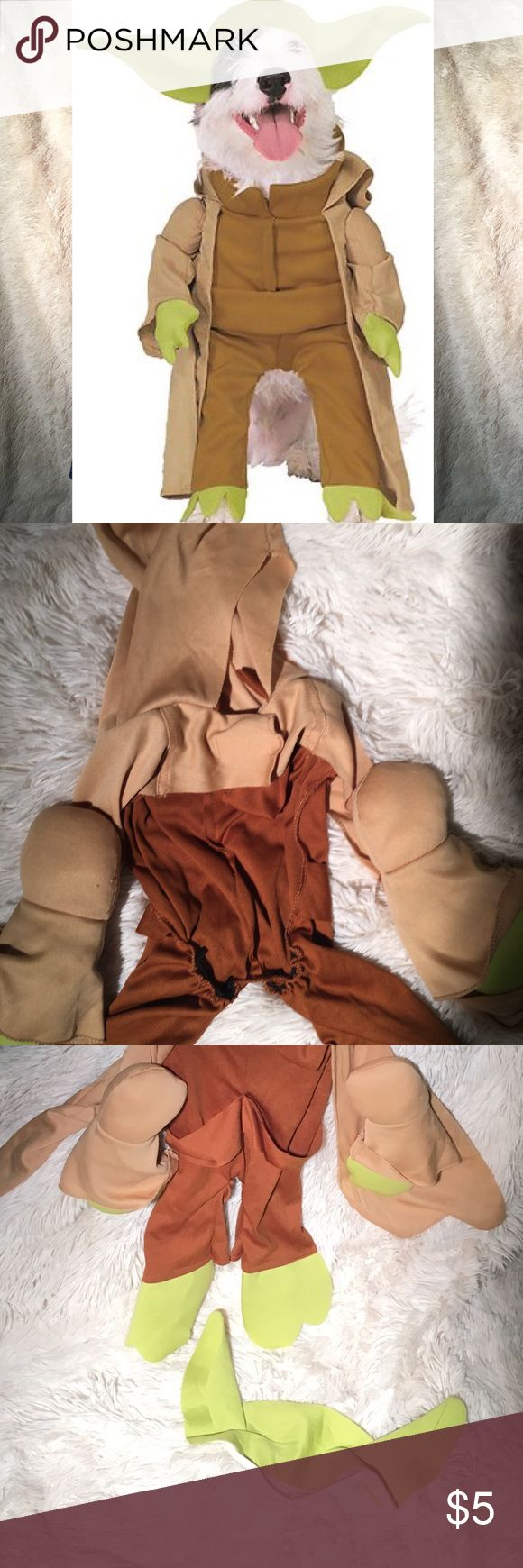 Adorable Yoda Dog Costume My dog hated it. So she never wore. Purchased when she was still a puppy so now neither of our dogs fit this. Would fit a dog ranging from 30 lbs-40 lbs Accessories