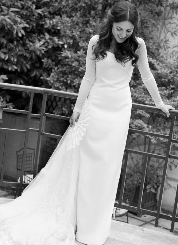 Elegante, sencilla y perfecta. Así estaba Paula Ordovás de My Peep toes, el día de su boda. Con un diseño de Lorenzo Caprile hecho a medida para ella peinada por Gabriel Llano y con zapatos 'Maniac' de Brian Atwood, estsba radiante.