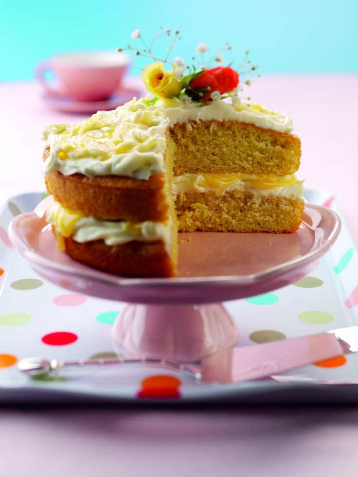 Lightly spiced ginger & lemon cake, with a sweet lemon curd & cream cheese frosting.