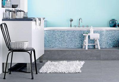 Heerlijk ontspannen in deze frisse ariadne at Home badkamer. Te koop bij Ben Sanitair. Styling Linda van der Ham