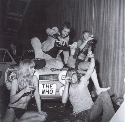 FOTO del 21esimo compleanno di Keith Moon il batterista degli WHO http://staypulp.blogspot.com/2017/02/foto-del-21esimo-compleanno-di-keith.html