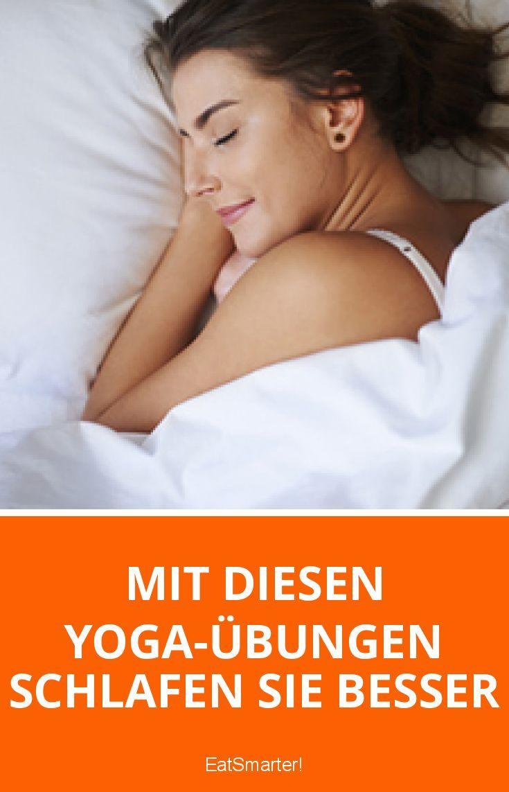 Mit diesen Yoga-Übungen schlafen Sie besser | eatsmarter.de