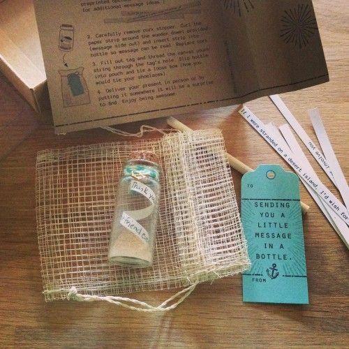 Mit diesem Set erstellen Sie ihre eigene Flaschenpost. Ein romantisches Geschenk für geliebte Menschen. Seien Sie kreativ und verschenken Sie ihre Flaschenpost.