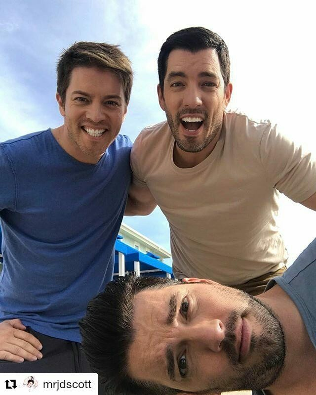 All the Scott brothers together in Galveston Tx for season 5 of Brother vs Brother.  JD, Drew & sideways Jonathan Silver Scott.