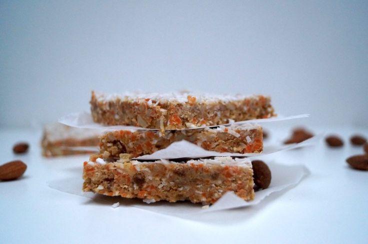 Afvallen? Detoxen? En toch carrot cake? Dat kan met deze gezonde, 'no bake', eenvoudig te maken versie. Zonder toegevoegde suiker, maar wel lekker zoet door het (gedroogde) fruit, vol noten en an...