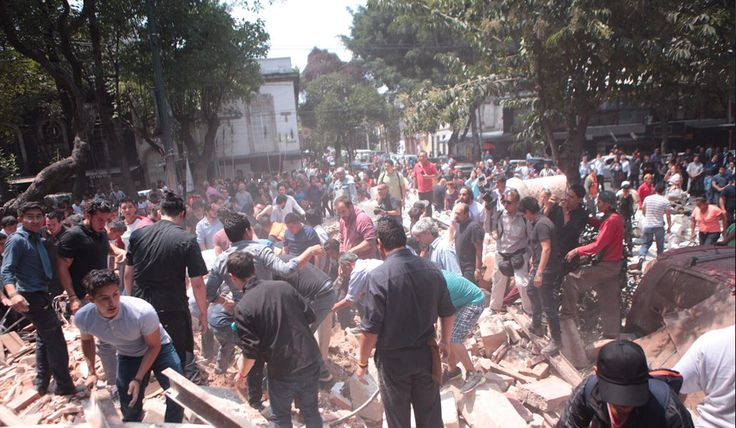 Esto es México. Frente a tragedia, manos mexicanas se unen para apoyar. Gobierno tardo Plan MX|DNE III. Fotos de Pablo Ramos @doncaiman
