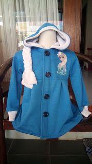 Jaket Frozen Biru (Resleting di dalam) Ada kepang dibelakang Bahan:Fleece Gambar: Bordir Harga: 99.000 Gambar: Bordir Size : 2,3,4,6,8,10 Lebar dada/panjang: Size 2: 32/44cm Size 3: 33/47cm Size 4:36/49 size 6: 38/51 Size 8: 40/54 size 10:42/57 biasanya: sz 3 untuk 3th Size 4 untuk 4th Size 6 untuk 5-6th size 8 untuk 6-7th size 10 untuk 7-8th SMS/wa: 085288041323,   LINE: jaket_anak www.tokopedia.com/jaketanak