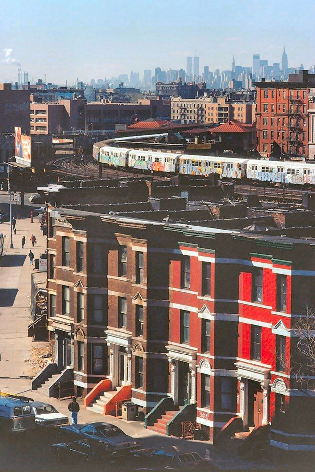 The Bronx and the view of Manhattan, 1989. - This neighborhood has been home to many artists and still remains an inspiration nowadays. Discover Photographer Stephen Shames: Finding Home in the Bronx at TheCultureTrip.com