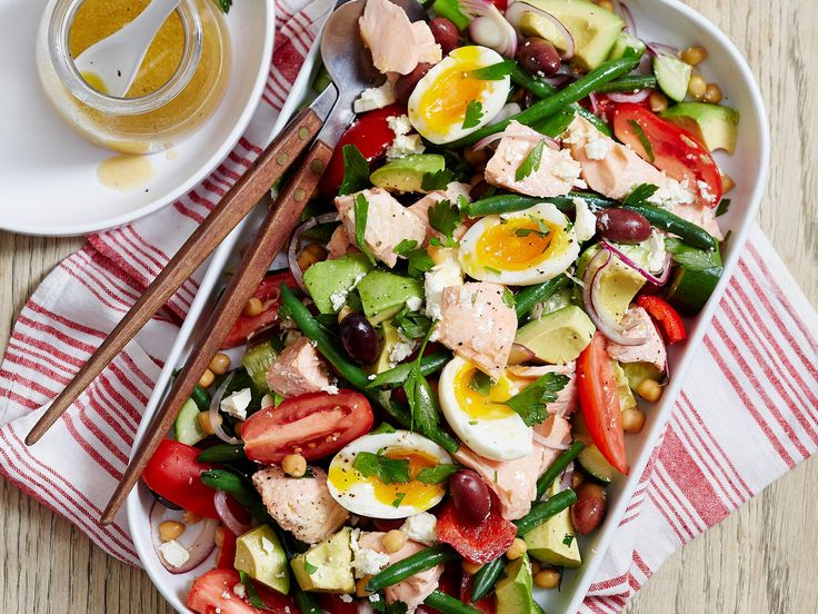 This easy, healthy salad can be ready in less than 20 minutes! With omega-3-packed salmon, delicious vegetables, avocado and soft-boiled eggs, it's the perfect pick for a filling and nutritious lunch idea.