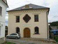 V roce 2008 byla znovu otevřena synagoga v Úsově. Zároveň se zde můžete projít na židovském hřbitově.