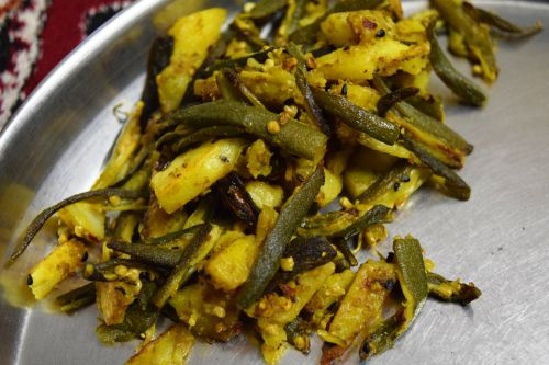 quick and healthy Indian recipe  Read more on: http://revisediet.wordpress.com/2014/05/12/aloo-bhindi/  #revisediet #quickfood #healthyfood #homemade #indianweightlossrecipies #wightloss #health #ilovehealthyfood #foodforlife