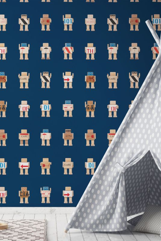 Behang Rijkswachters groot donkerblauw Deze stoere robots zijn gemaakt van de houten transportkisten waar de kunstschatten van het Rijksmuseum in hebben gezeten tijdens de verbouwing. Dit stoere donkerblauwe robot behang is erg leuk voor de babykamer of kinderkamer. 1 rol bestaat uit 2 behangbanen.  Premium Quality 165 grams Vliesbehang. Full color met supermatte uitstraling. Zeer eenvoudig direct op de muur aan te brengen.  Afmetingen: 97,4 x 280 cm (b x h), een rol bestaat uit twee banen…