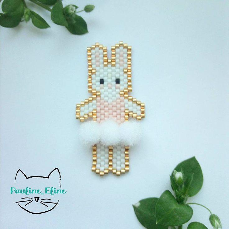 Je suis complètement obsédée par les pompons... Je cherche ce que je pourrais créer en fonction des pompons à intégrer... Alors j'ai pensé à une petite danseuse avec son tutu! Vous en pensez quoi? Des idées pour calmer mon addiction?  #jenfiledesperlesetjassume #miyukibeads #miyuki #perle #perleaddict #lapin #rabbit #bunny #ballerina #ballerine #danse #tutu #pompon #pompom #brickstitch #motifpauline_eline