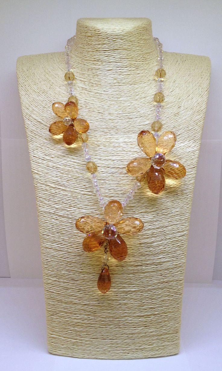 Collana con fiori color ambra in resina