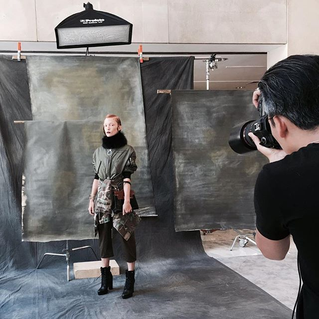 Behind the scenes of #RaulTovar shooting Rachel Skyes for @JuteMagazine. #FamousBTSMag #FamousBTSMagazine @FamousBTSMagazine