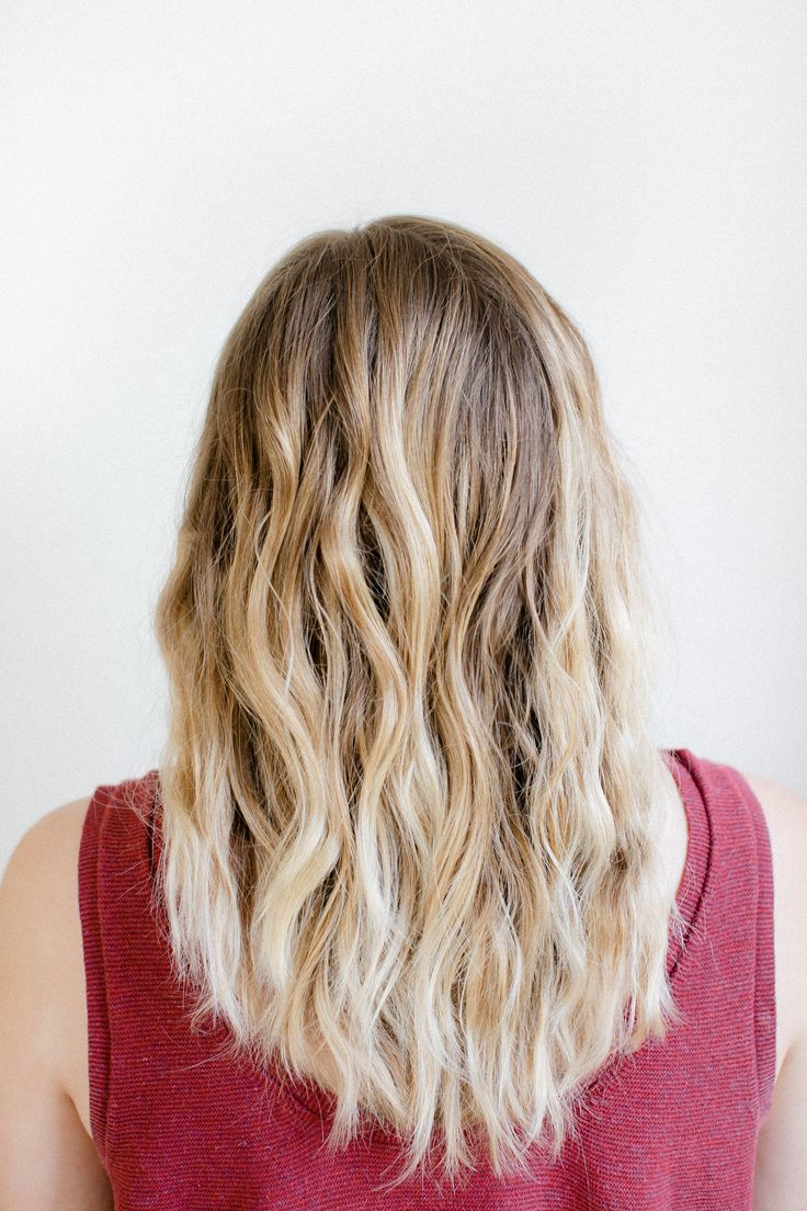 How to Get Effortless Beachy Waves Overnight | http://helloglow.co/beachy-waves-overnight/