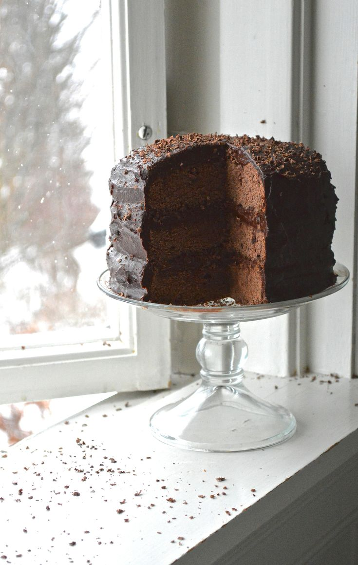 Gluten Free Vegan Devils Food Cake with Sugar Free Icing (made with dates) #Vegan #GlutenFree