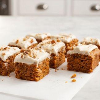 Carrot Cake recipe. Soooooo delicious! Recette de gâteau aux carottes comme tu n'en as jamais mangé. Délicieux! Rüeblitorte Rezept!
