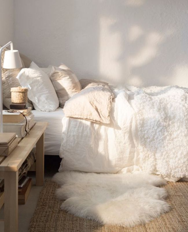 Bedroom Is Going To Be Small So Need To Figure Out How To Make It Feel Light And Airy Light Taupe Walls All White Plush Fluffy Bedding With Light Taupe