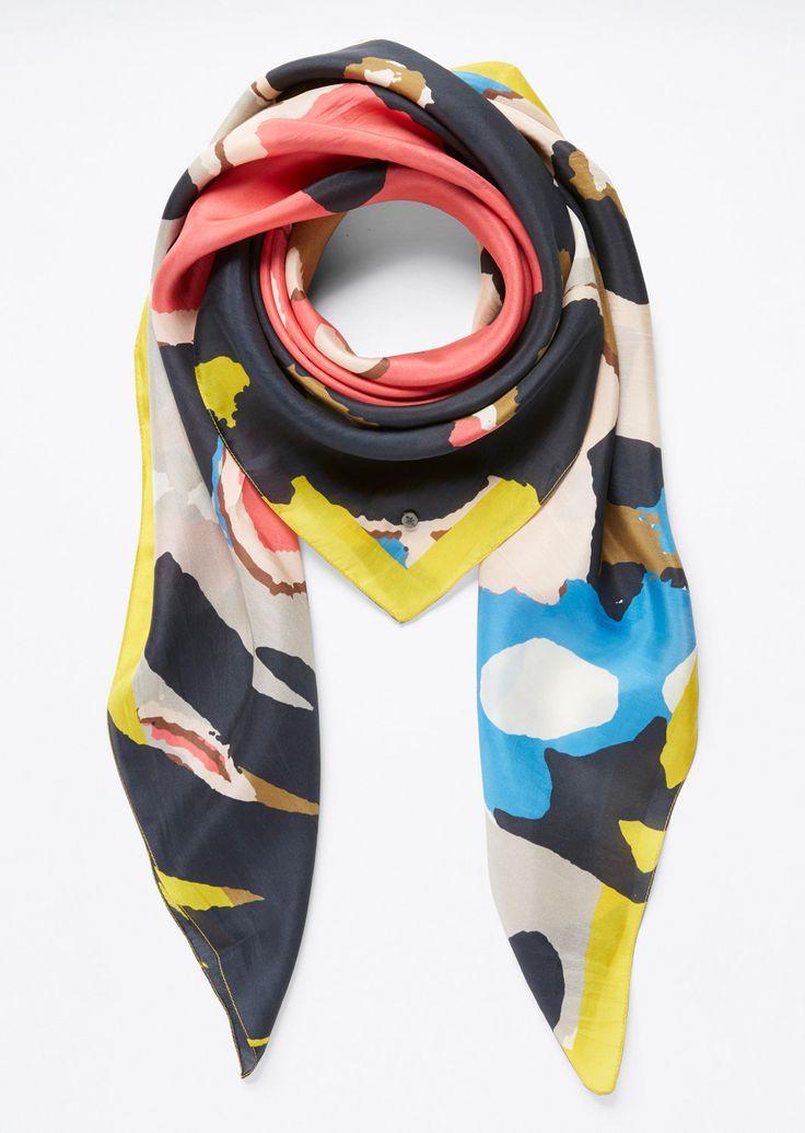 Sjaal  Description: Sjaal van zuiver zijde met elegante allover print. De kanten zijn omboord. Vierkante vorm. Gladde lichte grip.  Price: 69.90  Meer informatie  #Marc OPolo
