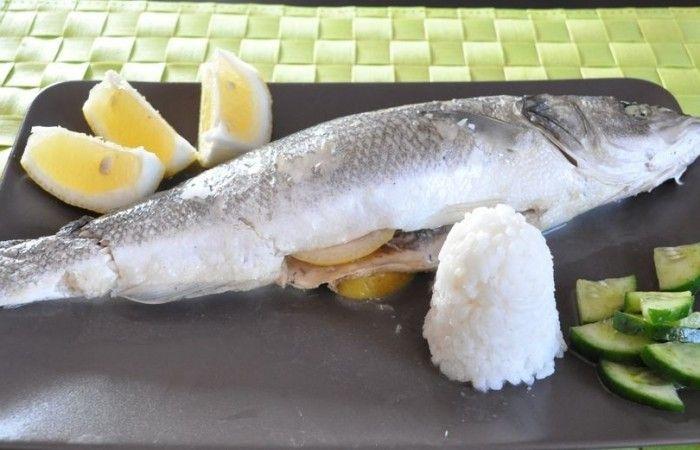 Запеченный морской окунь в фольге http://mirpovara.ru/recept/3275-zapechennyj-morskoj-okun-v-folge.html  Запеченный в фольге морской окунь - великолепное блюдо, пикантный вкус которого несравним ни с чем. ...  Ингредиенты:  • Окунь морской - 1шт. • Лимон - 1шт. • Специи для рыбы - по вкусу  Смотреть пошаговый рецепт с фото, на странице:  http://mirpovara.ru/recept/3275-zapechennyj-morskoj-okun-v-folge.html