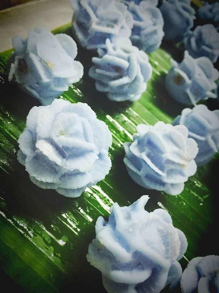 Traditional Asian blue rice dumplings for dessert made with #Bluechai flowers, so yummy!