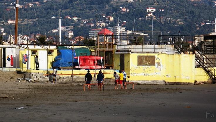 sulla spiaggia di porto maurizio