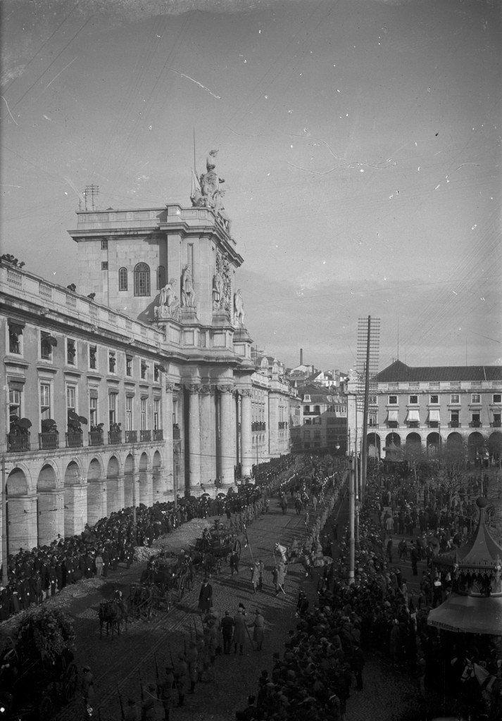 Desfile do CEP antes do embarque para França na Praça do Comércio, em Lisboa Joshua Benoliel/Arquivo Municipal de Lisboa WWI, in Lisbon