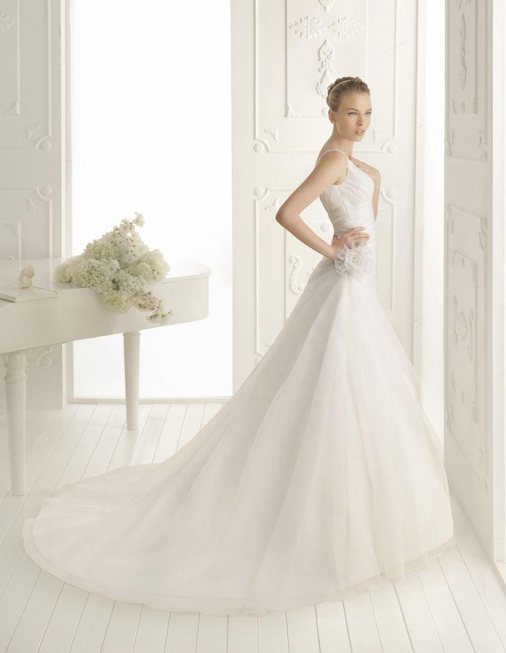 Crisscross A-line Straps Court Train Woth Satin Wedding Dress with Handmade Flower(WD0645)