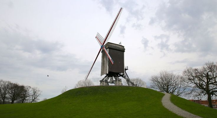 Zabytkowy wiatrak w Brugii - Sint-Janhuismolen