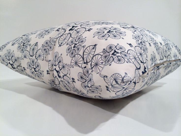"""Cuscino d'arredo confezionato con raffinato tessuto in rasatello di cotone stampato raffigurante """"Bicicli Piccoli"""" di Fornasetti by Fabric Design Diffusion"""