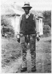Idős férfi harisnyában. Énlaka, 1985